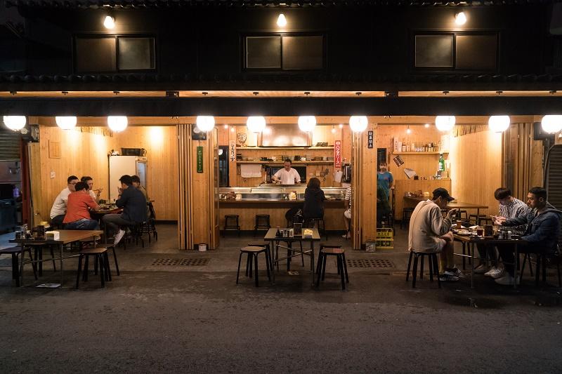 新美街上人氣很旺的「三十八番大眾酒場」