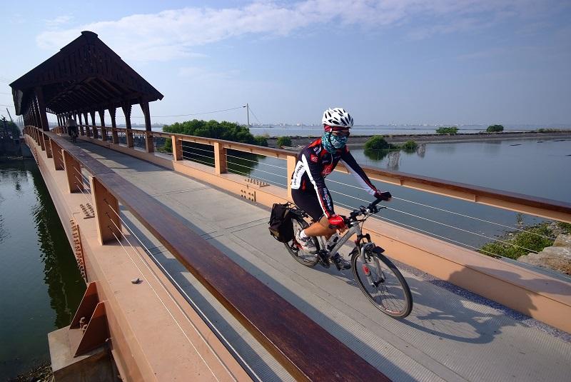 騎乘單車遍覽大鵬灣
