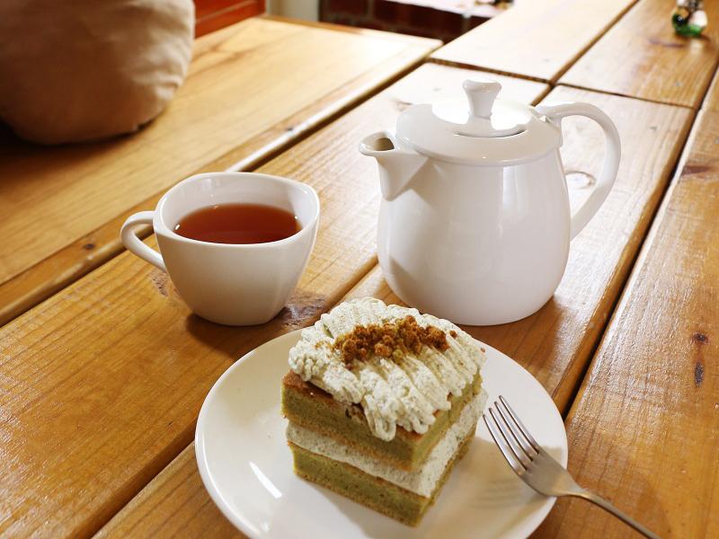 09_麵包屑手作屋_花壇鄉農會生產的茉莉花茶融入「喫喫茶蛋糕」中,軟綿的戚風蛋糕散發出淡雅清香,入口還會回甘呢
