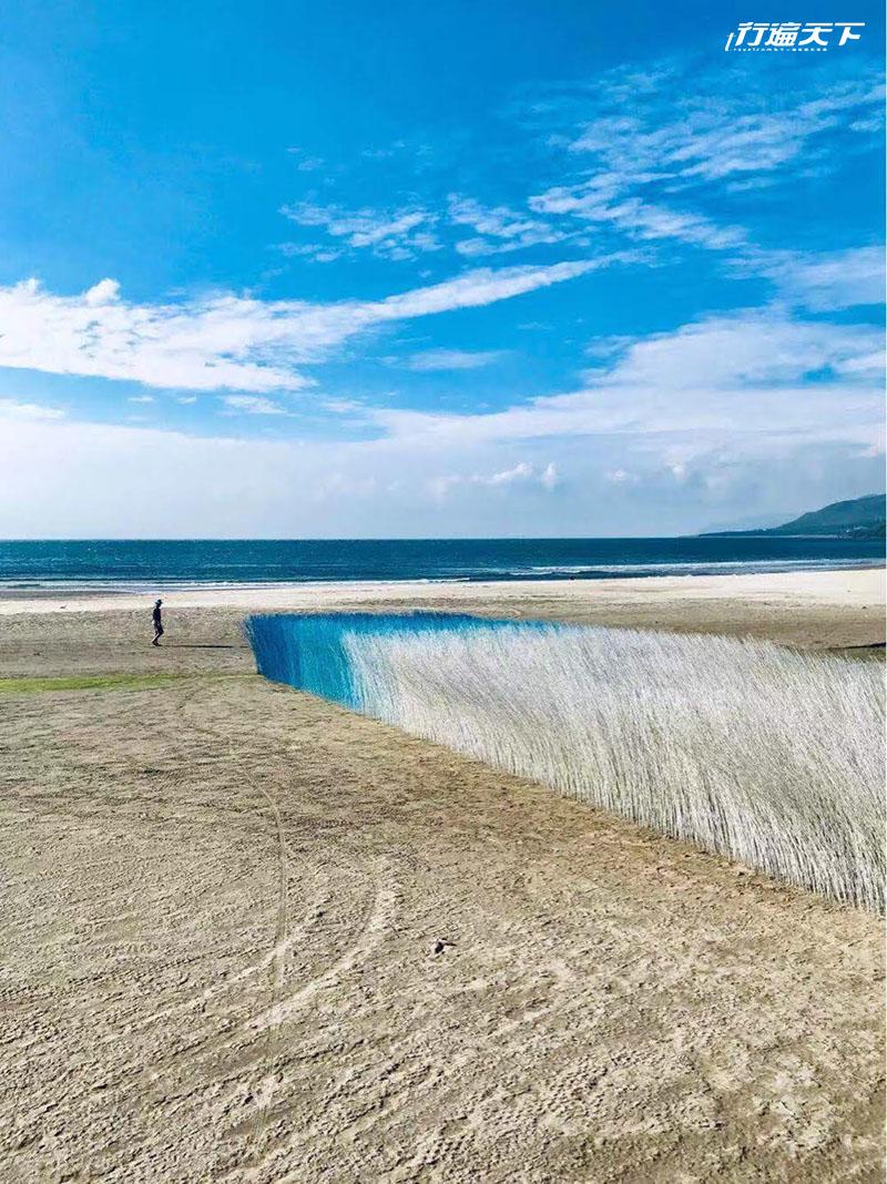 墾丁落山風吹出一隻長腳的鬼頭刀!沙漠浮現不消散的藍白海浪