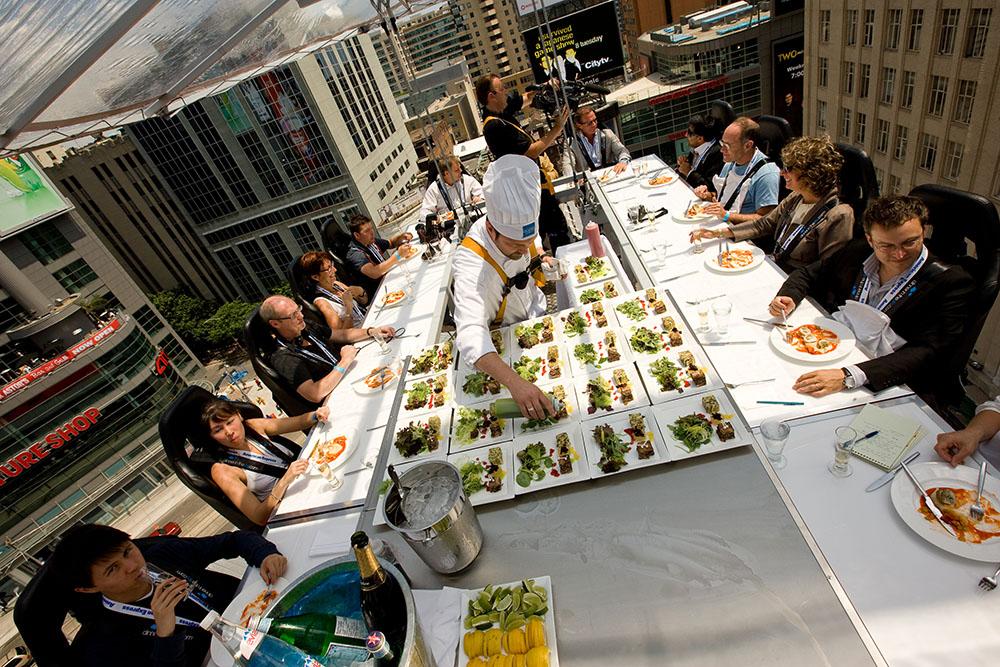 除了公廁餐廳,盤點英國倫敦4大怪奇餐廳,還可以在空中吃飯