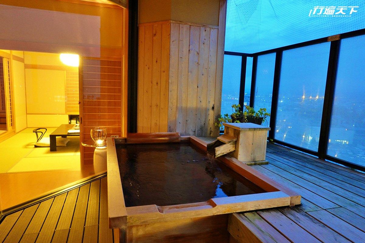 ▲滝の湯 TAKINOYUHOTEL的天童溫泉套房十分溫暖有氣氛。