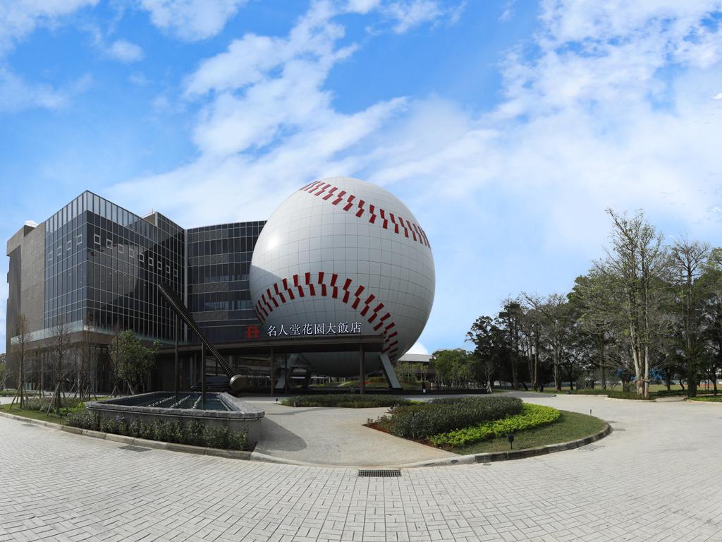 桃園龍潭區出現巨大棒球?還可以選擇與兄弟象或是史努比一起過夜