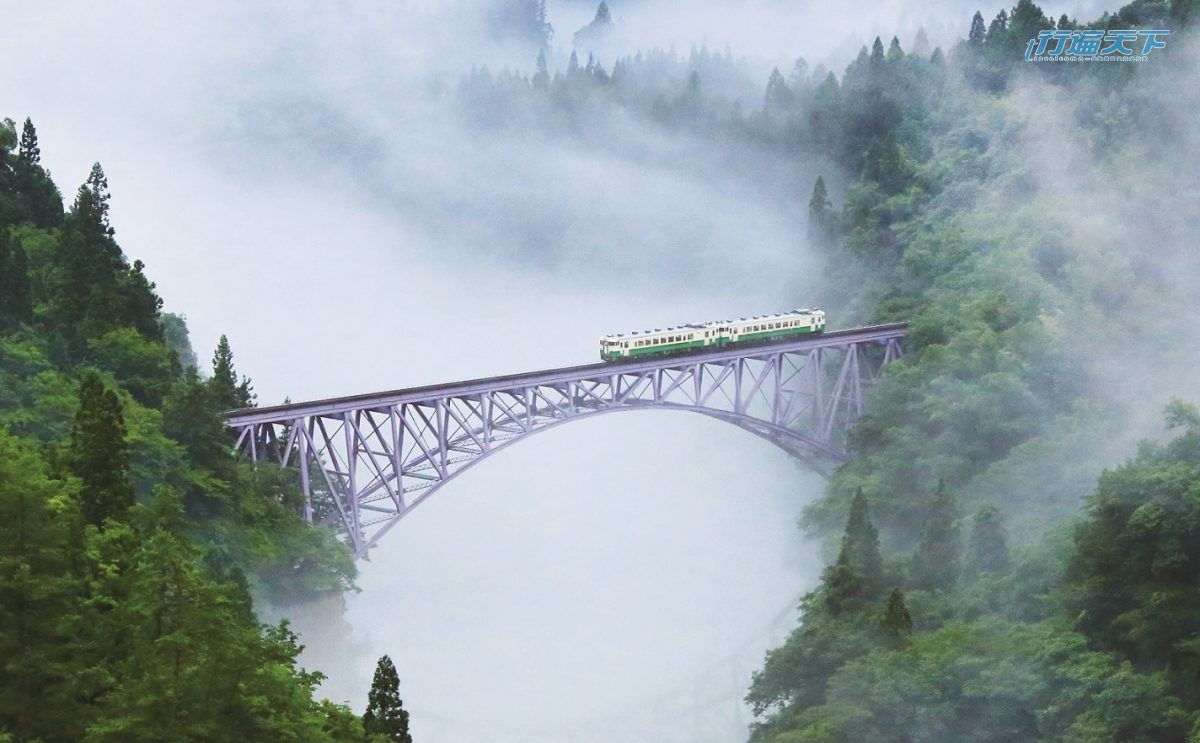 ▲只見線鐵道經過鐵橋的畫面,春夏秋冬都不一樣,吸引無數人來搶拍。