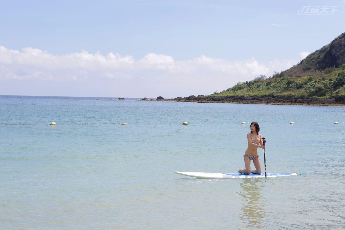 ▲在小灣沙灘旁可於教練的帶領下體驗SUP享受湛藍海水環繞的絕美海景!(SUP立槳費用每人300元,活動依當季活動表為主)