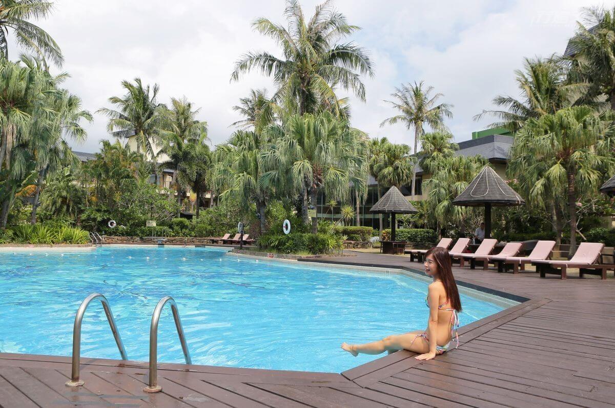 ▲不規則的泳池洋溢著浪漫的異國風情。