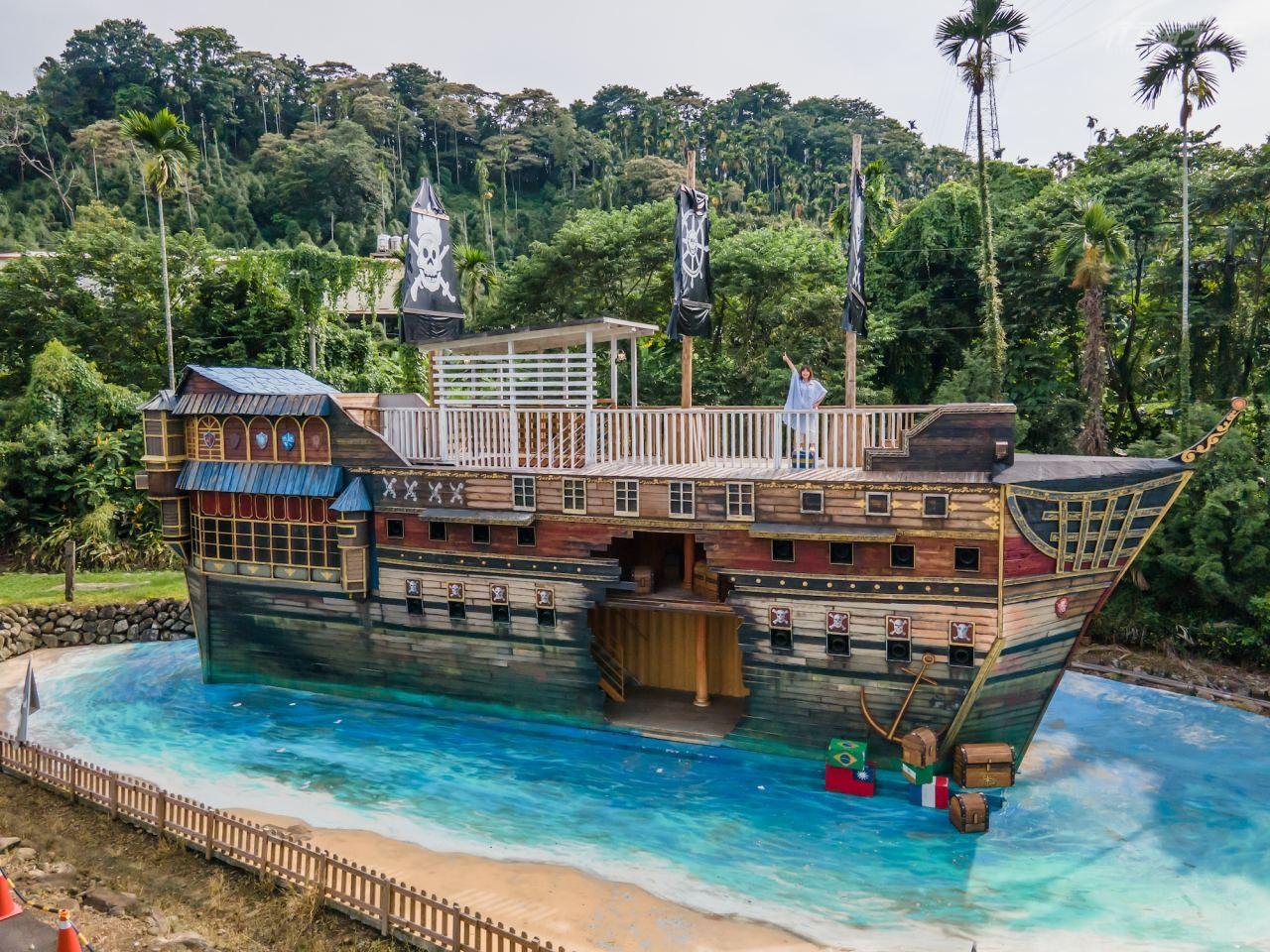 ▲大型海盜船造景,壯觀震撼。