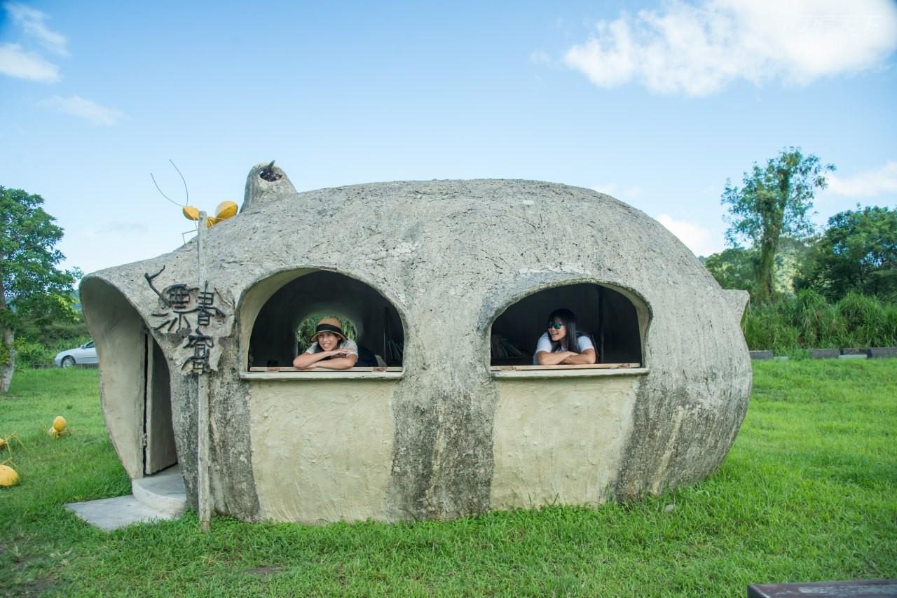 ▲草原裡還有仿造自然的蟻窩書店,很能在裡面開心玩耍。