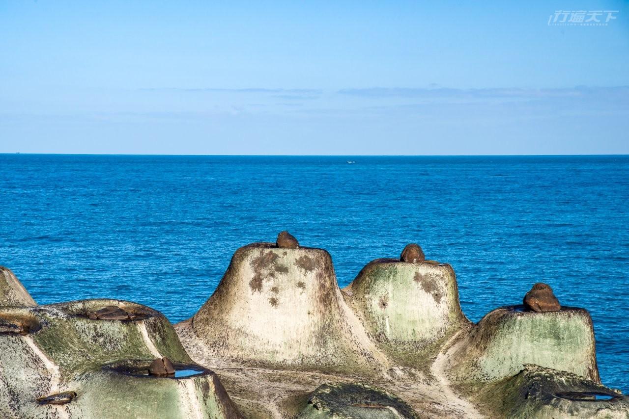 ▲燭台石的造型挺為可愛,就位於海岸邊,風浪過大的時候還不能接近欣賞呢。