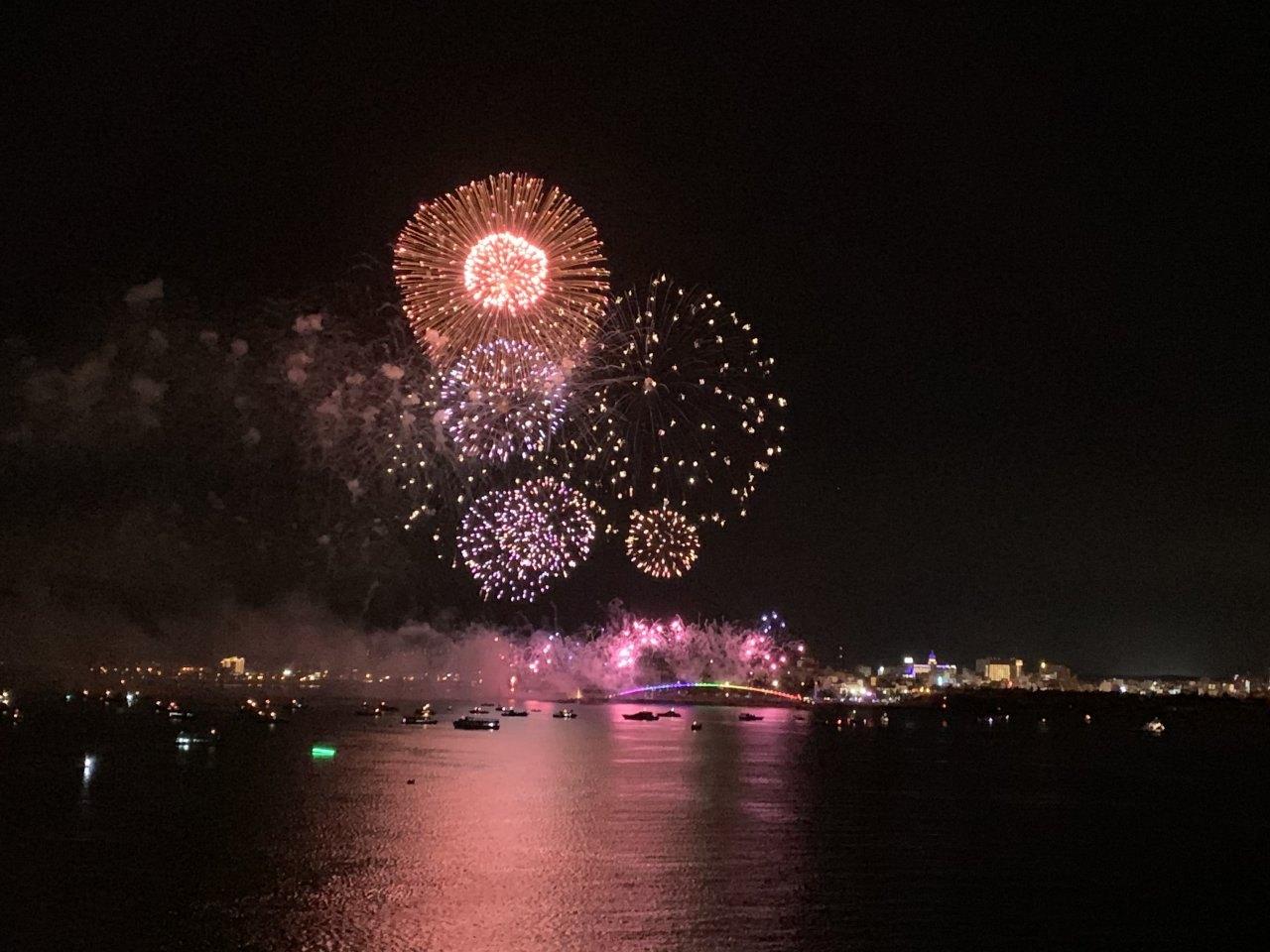 ▲花火節限定航線將行經澎湖,可於甲板最佳觀賞點欣賞煙火。