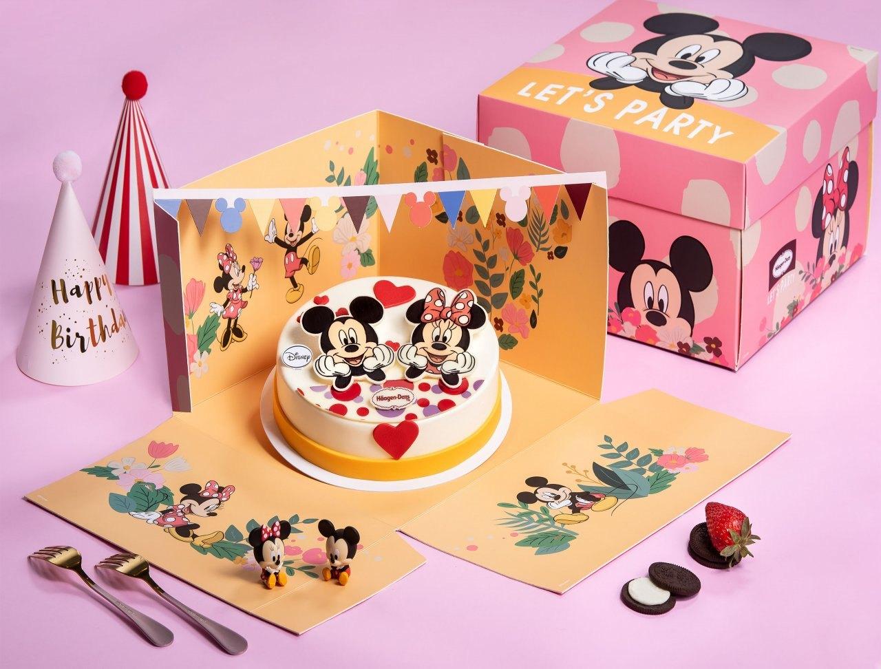 ▲「最喜歡妮」米奇米妮派對組,甜蜜美味的米奇米妮蛋糕與派對小吊旗,為白色情人節浪漫加分!草莓與淇淋巧酥口味的冰淇淋讓節日甜蜜加倍,視覺與味蕾雙重享受!