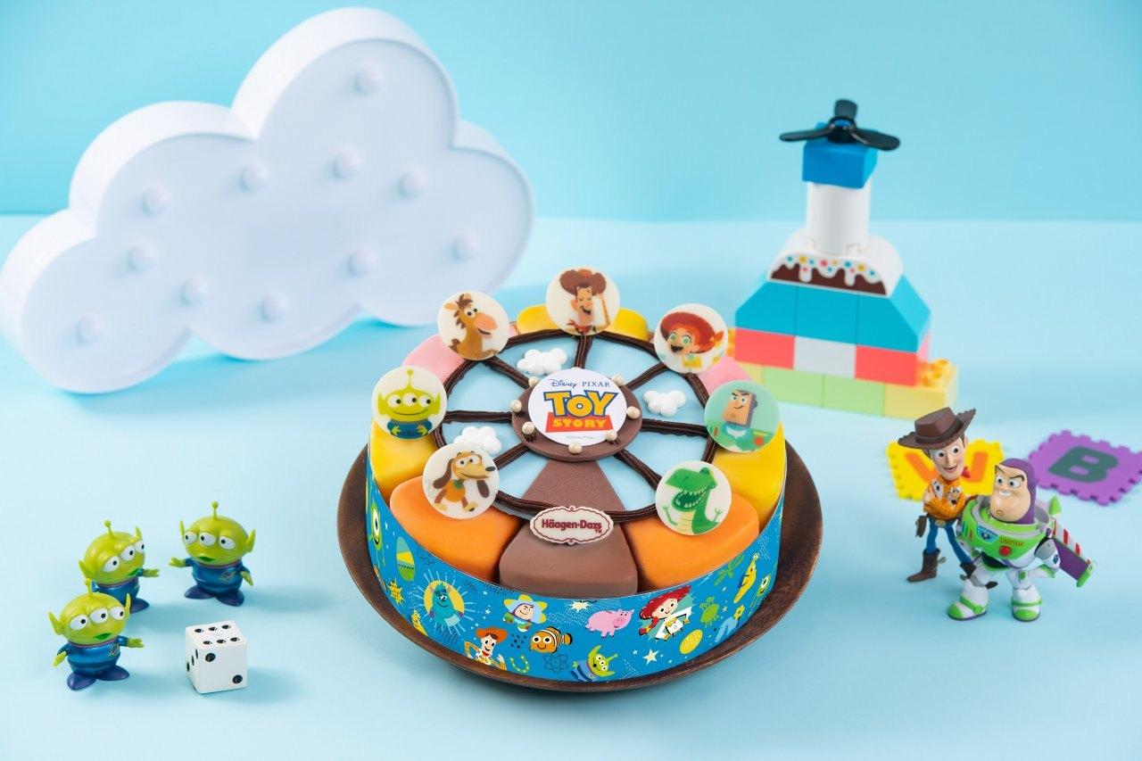 ▲超人氣的玩具總動員冰淇淋蛋糕,再次推出新款!四種口味冰淇淋佐以七種角色色彩繽紛的外觀,從裡到外都心意十足!