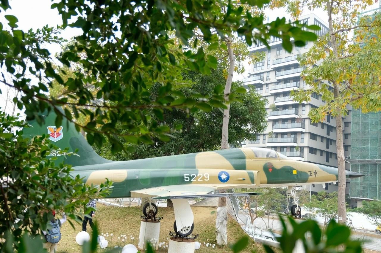 ▲園區內也有陳列雄偉的空軍戰鬥機。