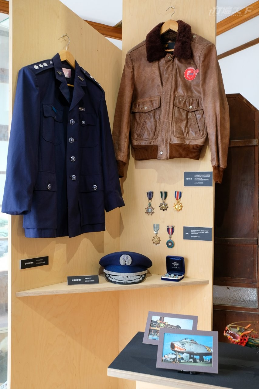▲當時官兵們的帥氣制服與軍徽也能觀賞到。