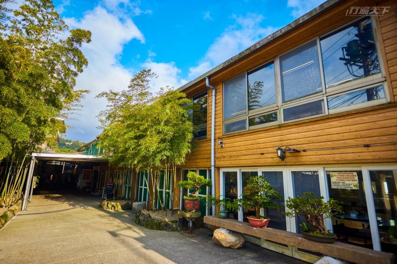 ▲松竹園餐廳門口種植清雅竹林。