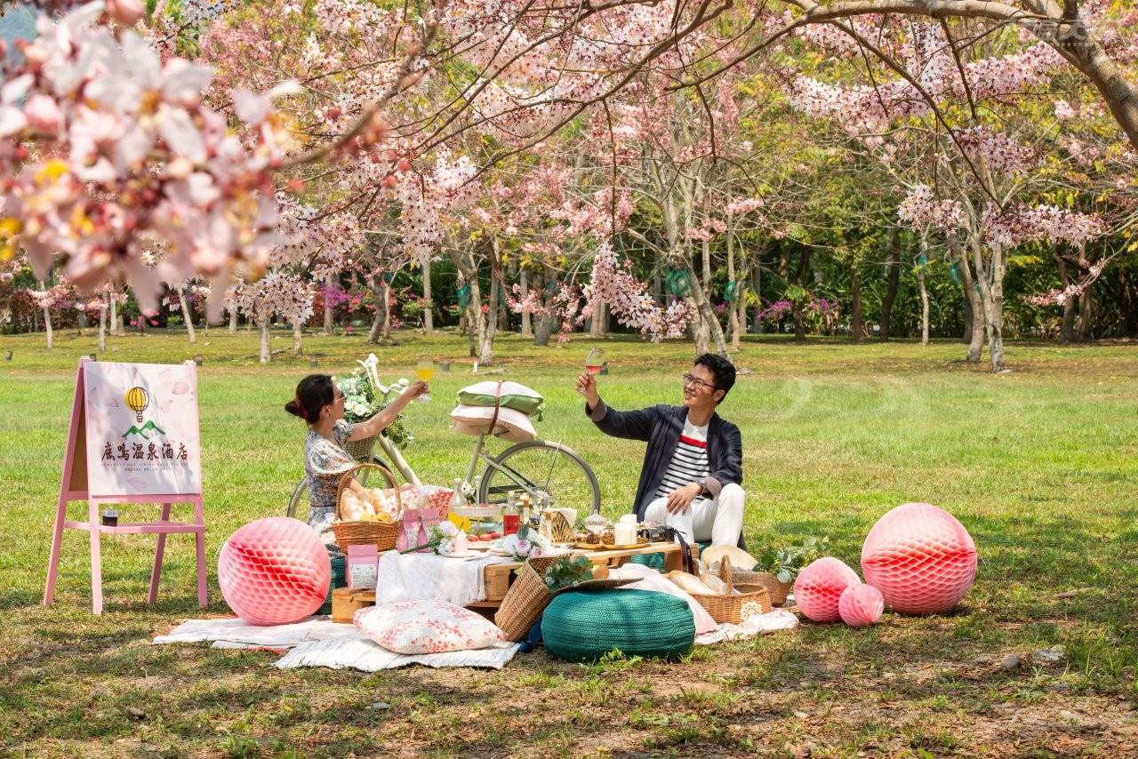 ▲粉嫩花海的野餐派對,就算不是住客也可以參加。