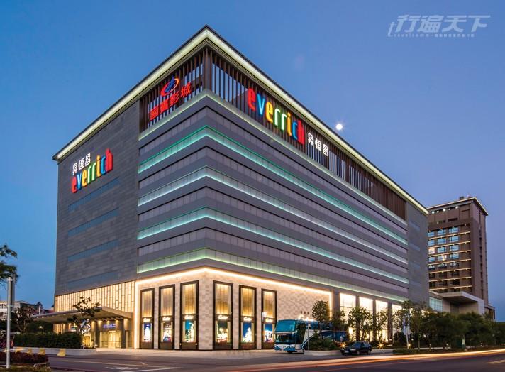 ▲金門最大的購物中心,在後疫情時代,很多商品提供完稅服務。(圖片來源:昇恆昌)
