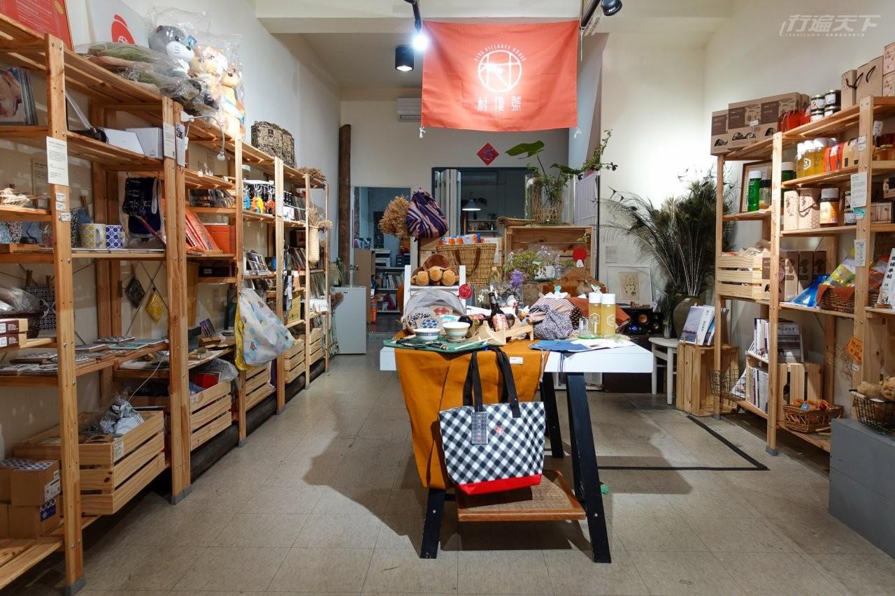 ▲金門好物入口平台—村復號有許多文創商品,連金門當地特色水獺玩偶都有。