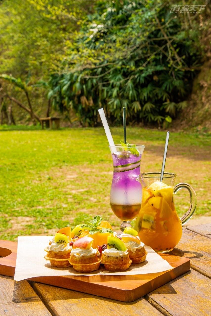 ▲自家製的水果鬆餅僅於平日供應,與口感香醇的茉香鮮果茶、沁人心脾的紫戀青蘋氣泡飲,都是熟客指名必嚐的下午茶美味。