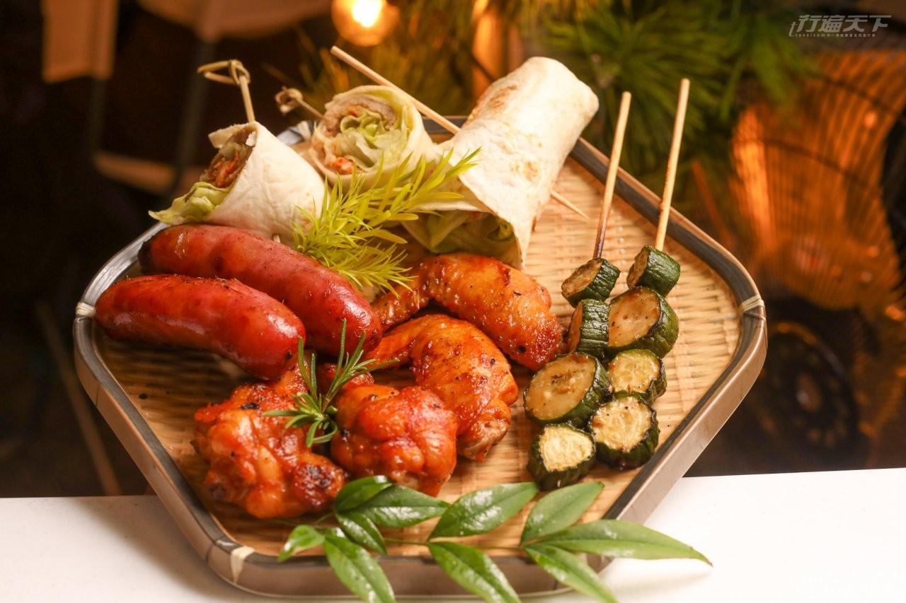 ▲晚餐融合在地風味與古早味,總鋪師阿嬤的秘傳麻油飯,還有各種肉品及蔬菜,精緻又豐富。
