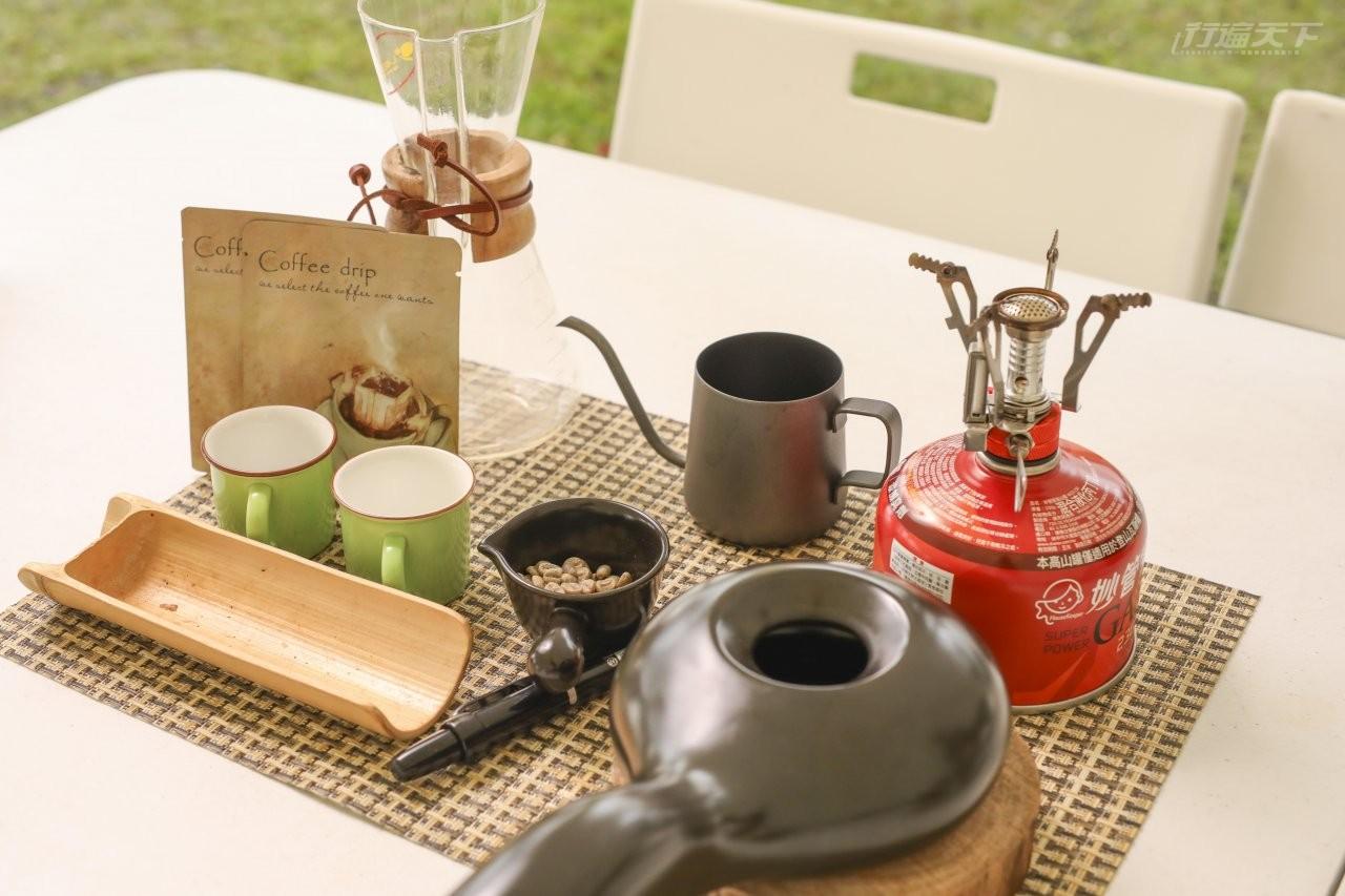▲咖啡烘豆職人體驗,由陳姵亭帶領學員烘豆、手沖,並自製掛耳包。