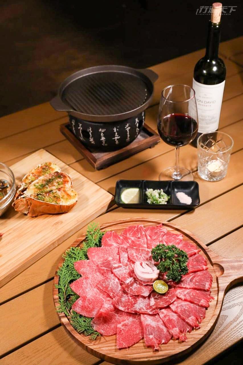 ▲日本A5和牛燒烤是夜晚的重頭戲!讓整個露營享受極了。(未成年請勿飲酒)