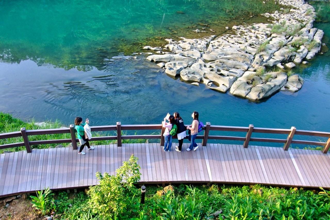 ▲十分瀑布公園沿著月桃寮溪而建,景色無比秀麗。