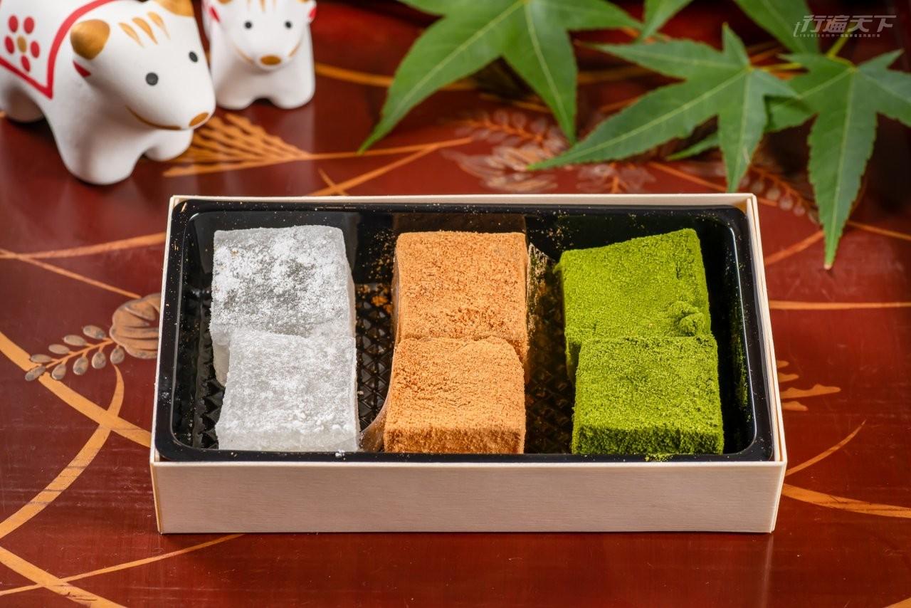 ▲抹茶粉、黃豆粉、原味三種風味的蕨餅3味,搭配手刷抹茶或抹茶清水,讓清爽柔和的口感與淡雅的草香,驅走夏日的煩躁。