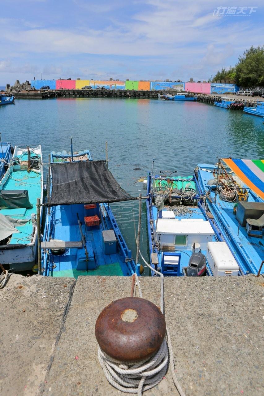 ▲山海漁港繽紛的色彩與停泊漁船相映成趣。