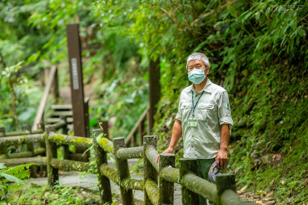 ▲森林解說志工謝嘉康老師推薦以瀑布溪流和多元林相文明的內洞國家森林遊樂區。