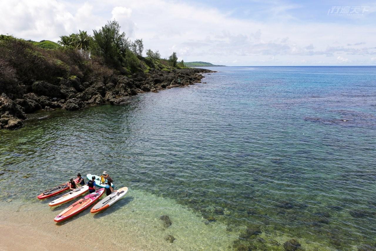 ▲萬里桐純樸的小漁村風光安靜就像一幅畫,海灣中也有不少遊客進行水上活動。