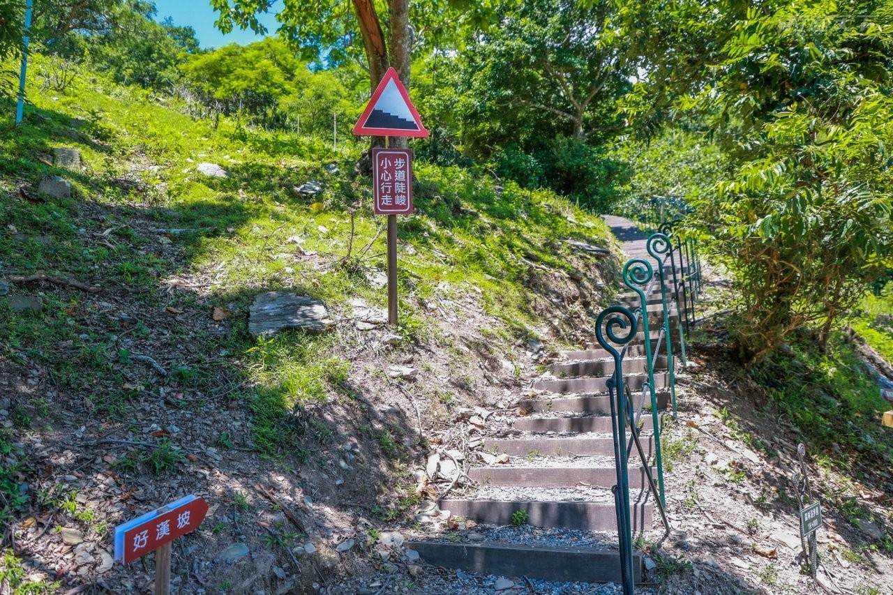 ▲好漢坡是遊樂區內最具挑戰性的階梯步道,自從改建為「之」字形之後,已經好走很多,也是貫穿園區登高望遠最佳途徑。