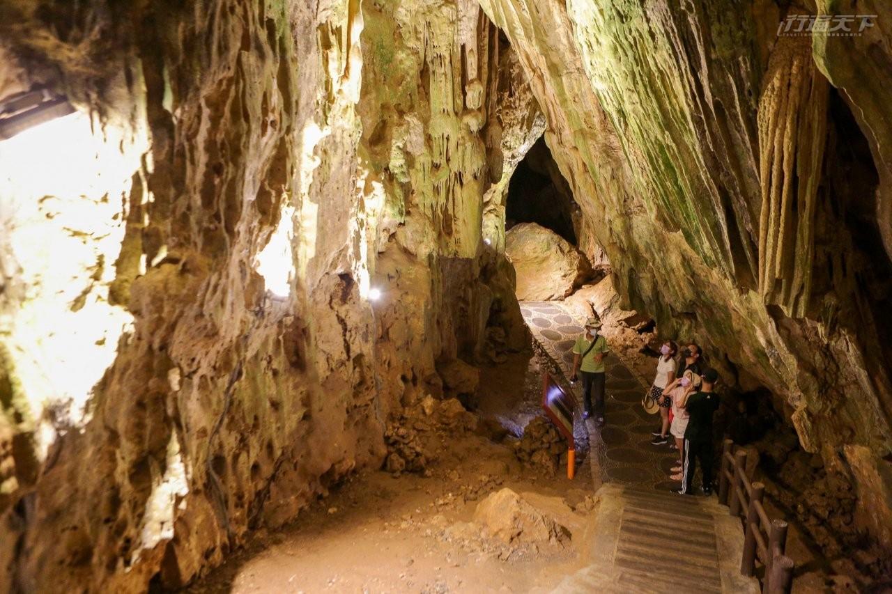 ▲全長127公尺,仙洞為全台最長石灰岩洞,千百年來累積成鬼斧神工的鐘乳石奇特景觀,包括仙洞主人南極仙翁。